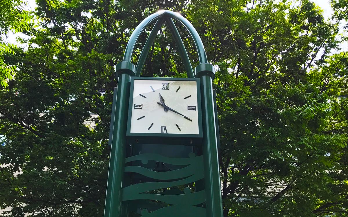 西宮北口 時計塔